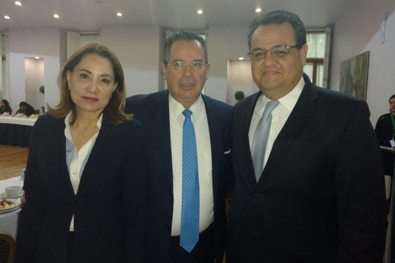 Armando López Cárdenas en conferencia de prensa