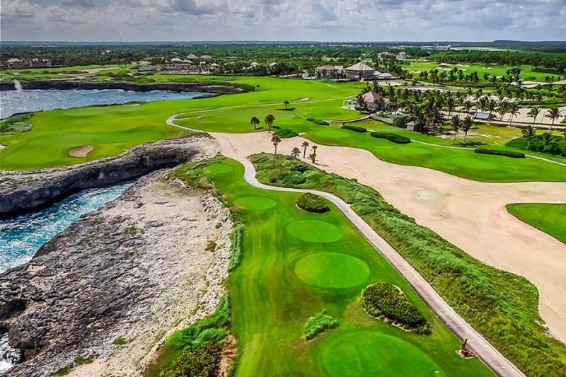 República Dominicana cuenta con importantes campos de Golf, tales como Corales Golf Course en Punta Cana
