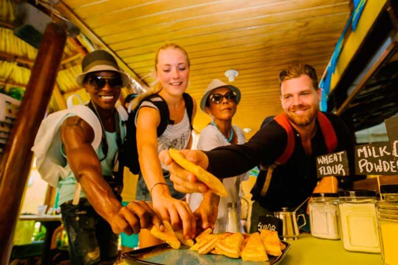 Los recorridos por el centro incluyen degustación en los mejores restaurantes