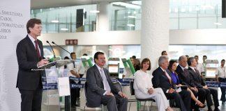 Aeropuertos mexicanos estrenan kioscos de internación automatizada