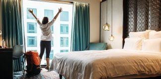 Las mujeres usan más el Internet para viajar