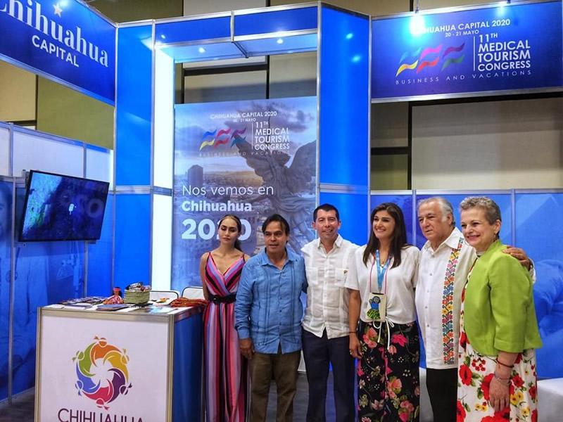 Francisco Moreno director del Fideicomiso de Promoción Turística ¡Ah Chihuahua! y la Lic. Rebeca Echanove, coordinadora del Buró de Convenciones de Chihuahua Capital.