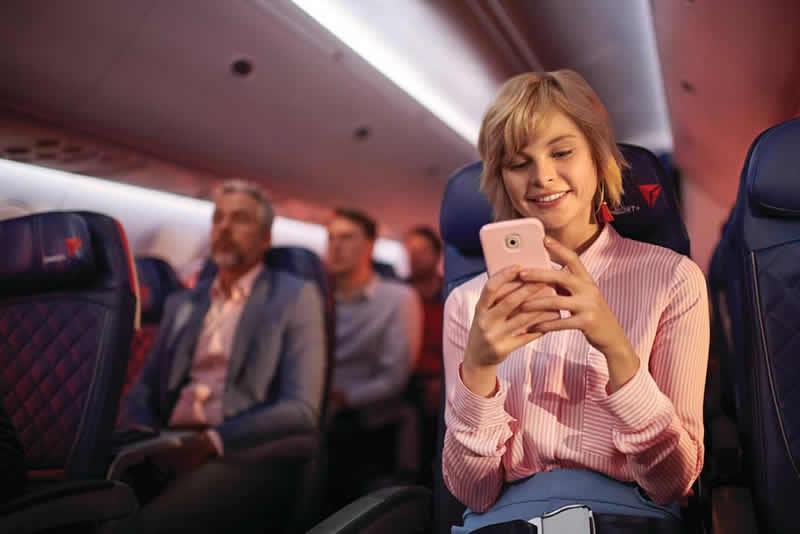 La mensajería gratuita estará disponible en los vuelos con Wi-Fi de Delta para usar con Facebook, Messenger y WhatsApp