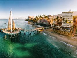 Puerto Vallarta reabre playas y hoteles