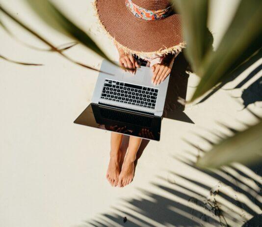 """Aeroméxico lanza """"Home Office"""" en la playa"""