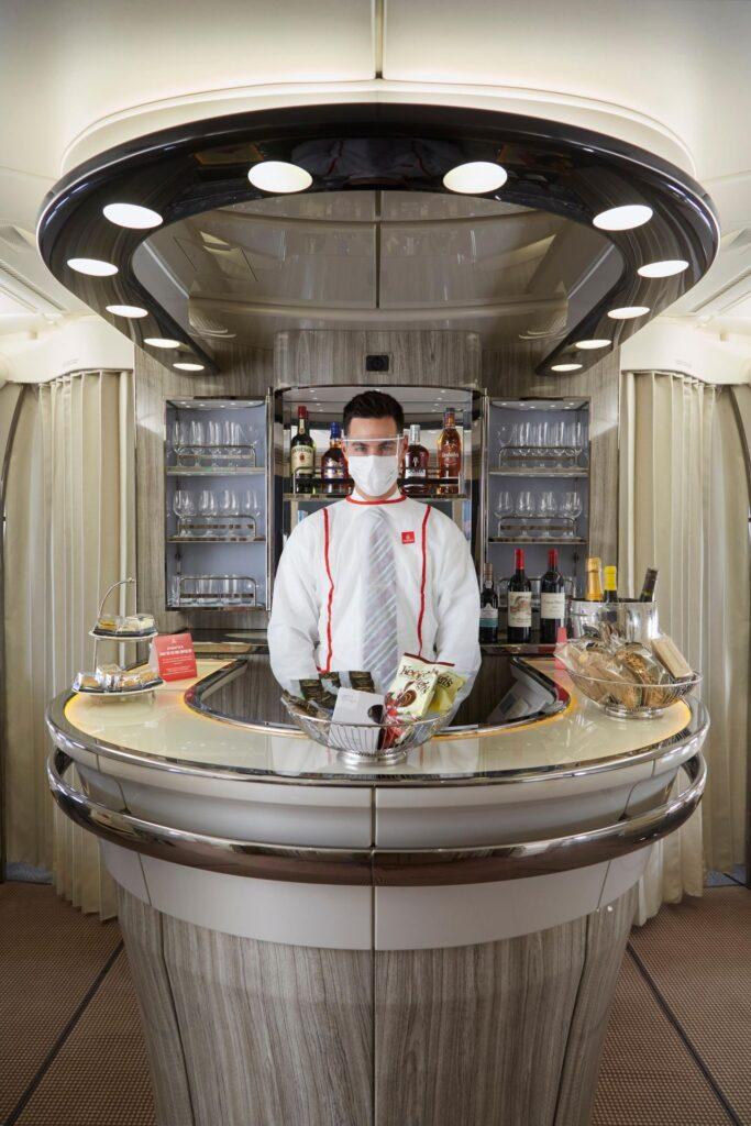 Vuele en Primera Clase a bordo y llegue a su destino sintiéndose totalmente renovado.