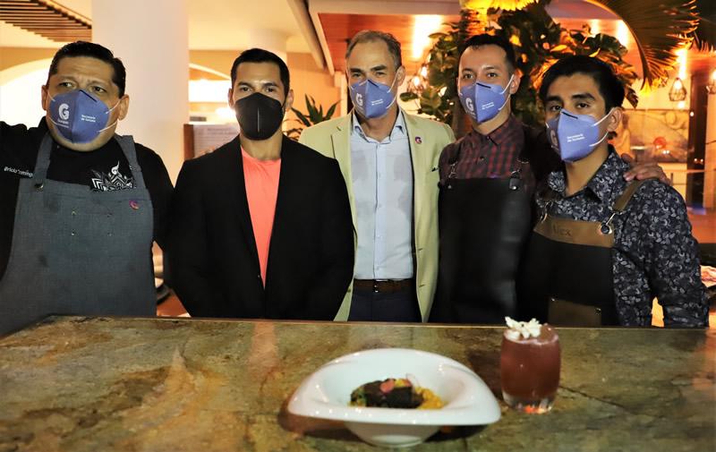 Chef Bricio Dominguez, Carlos Maya, Juan José Álvarez, Ricardo Cacique Gutiérrez y Miguel Alejandro Hernández Hernández.