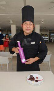 Chef Barbaciano Chan, es el encargado de endulzar los paladares mas exigentes