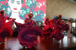 Espectáculo folclórico durante la inauguración
