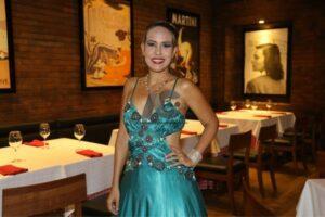 Yudeisi Hernández, encargada de amenizar con su voz las noches gastronómicas